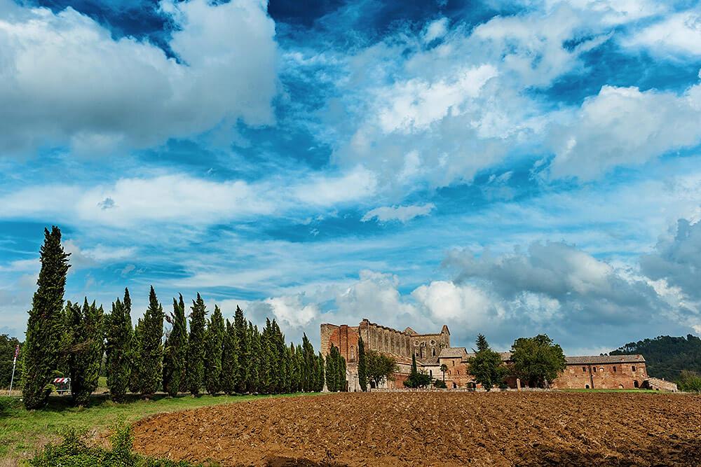 wedding venue: san galgano abbey in tuscany