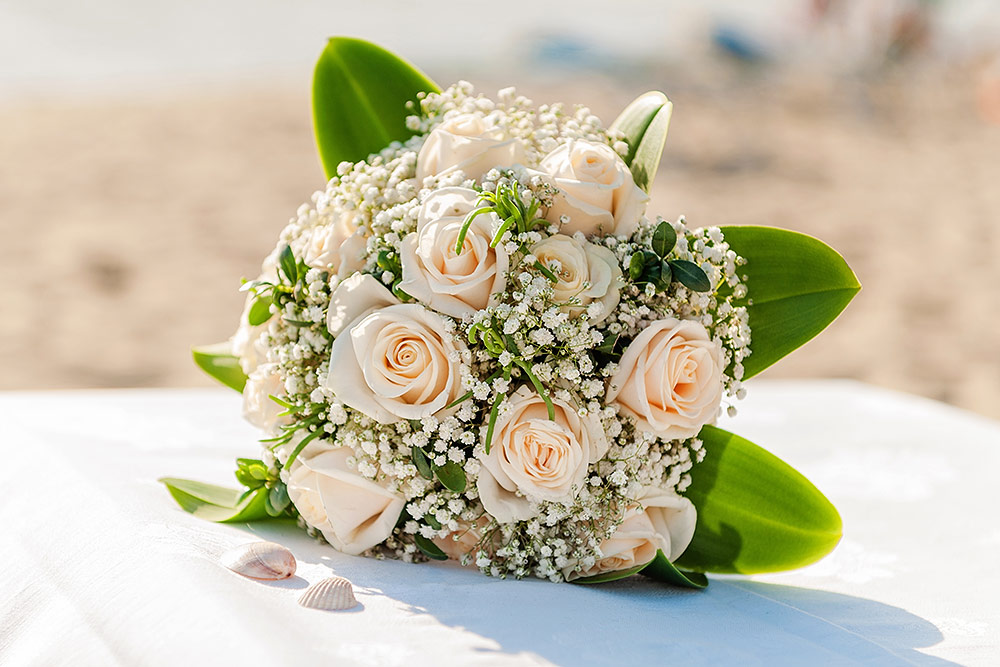 bouquet for a beach wedding in tuscany
