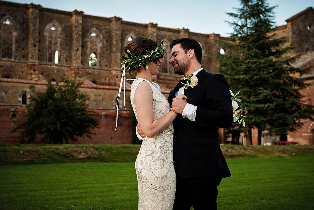 san galgano wedding: bride and groom dancing