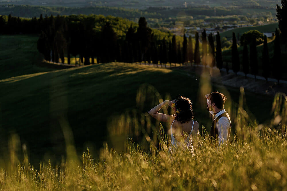 elopement session in tuscan countryside