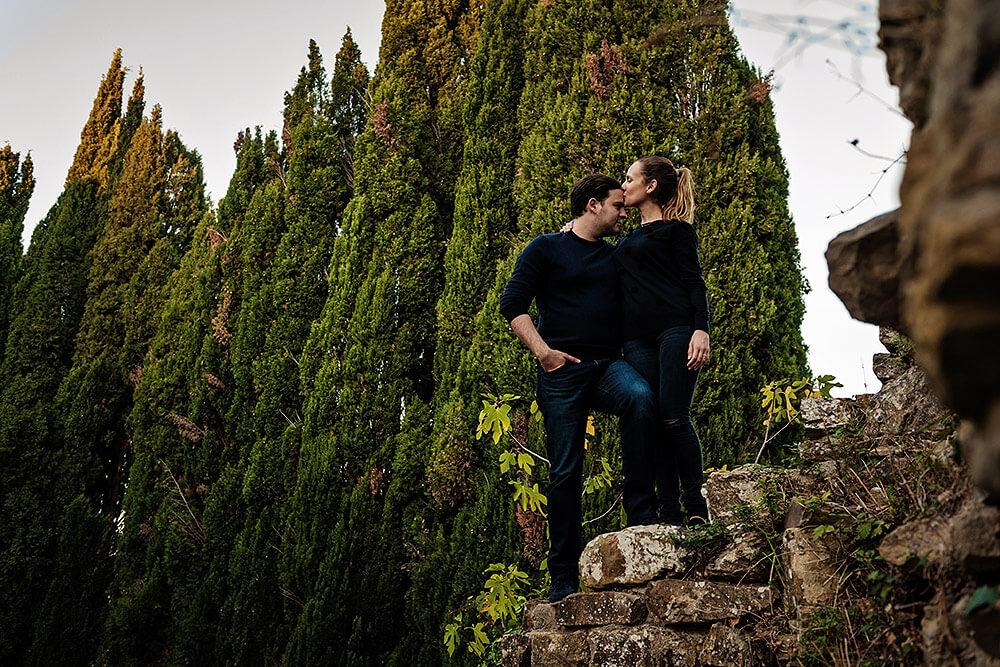 engagement portrait in val d'orcia