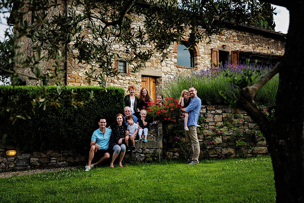 creative family group photos in tuscany
