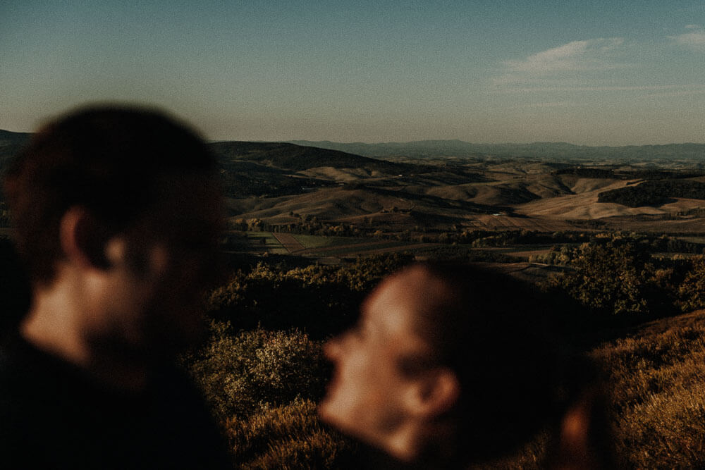 Honeymoon session in Tuscany, with breathtaking views on the Val d'Orcia