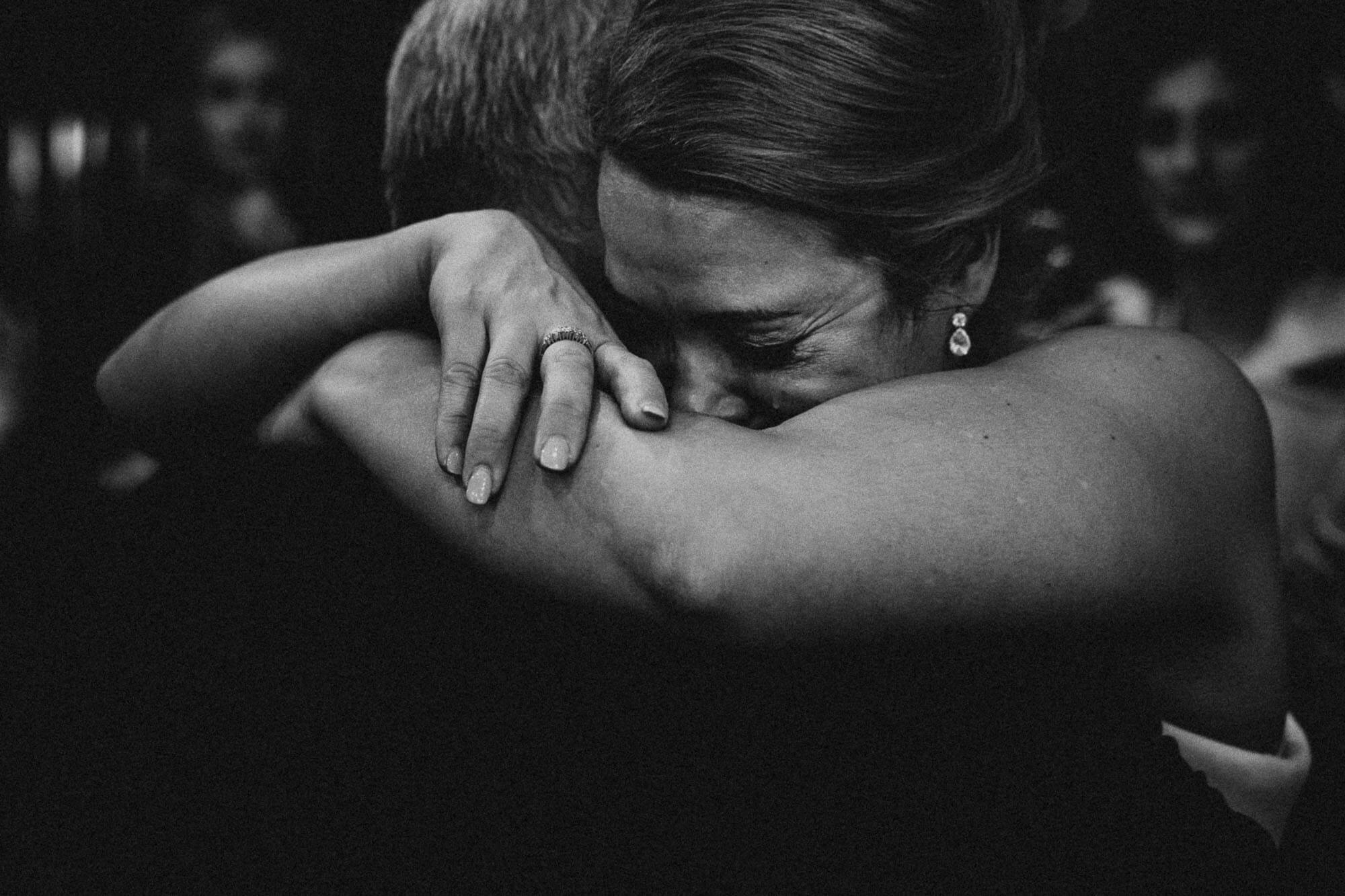 intense embrace between bride and father, tuscany wedding reportage
