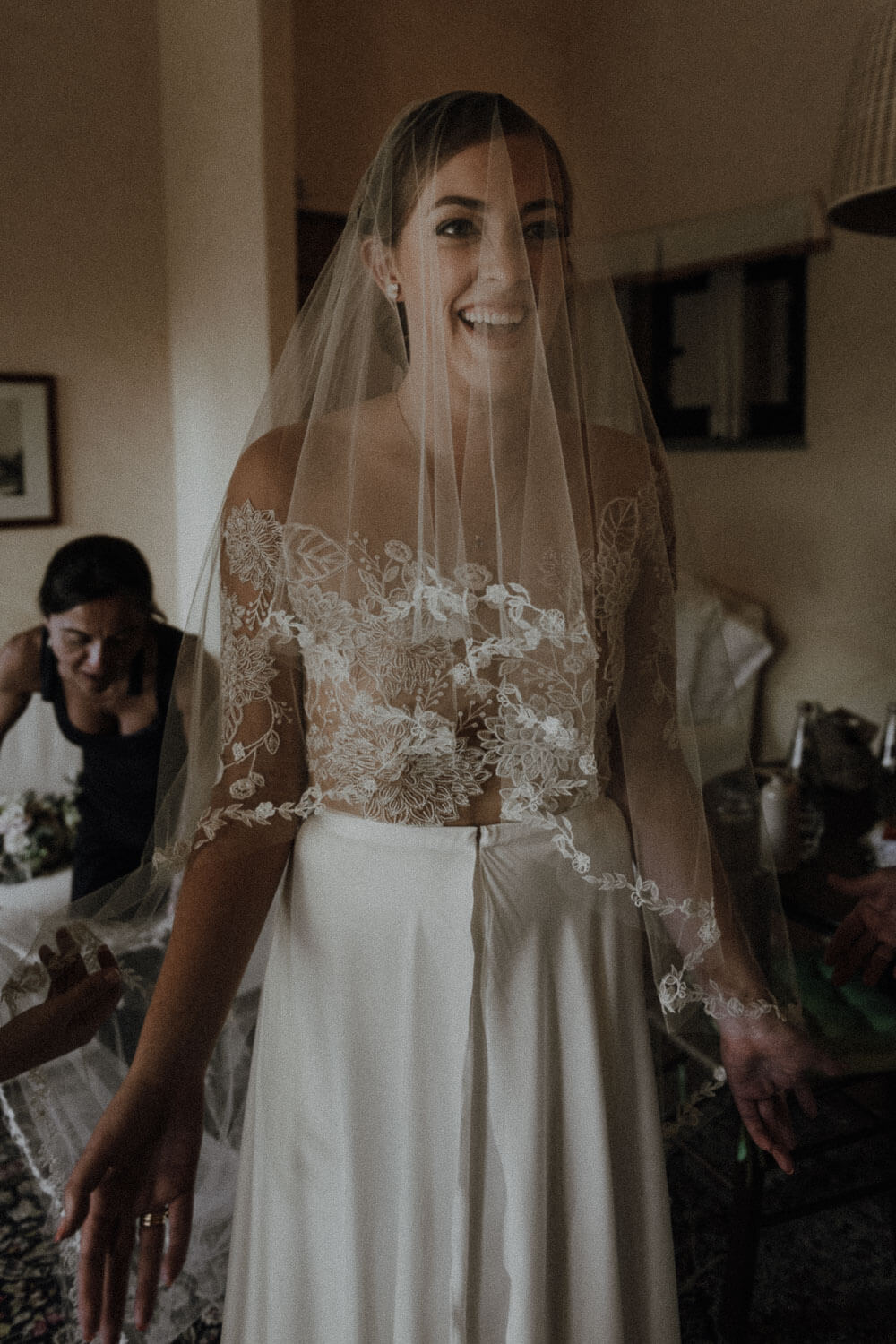 happy bride ready for a tuscan countryside wedding