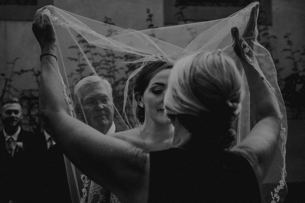 bride takes off the veil, outdoor wedding ceremony in florence, tuscany