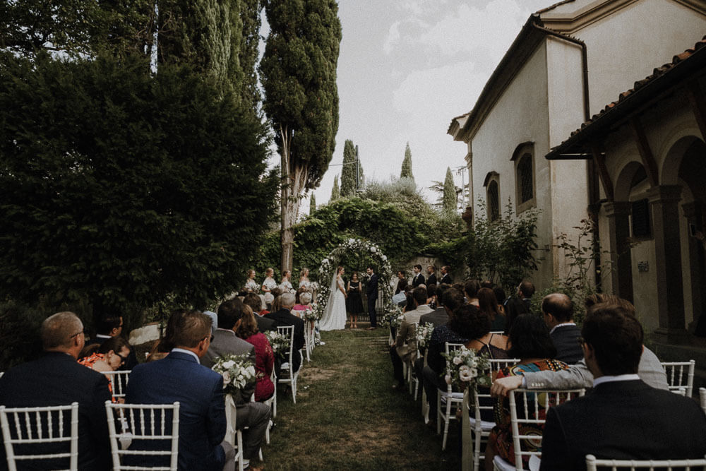 outdoor ceremony in the garden of the villa, wedding in florence