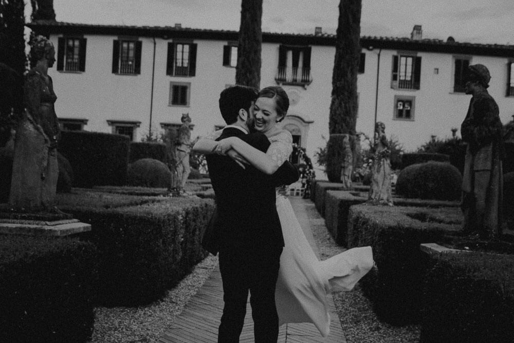 intimate wedding couple portrait in florence villa, tuscany