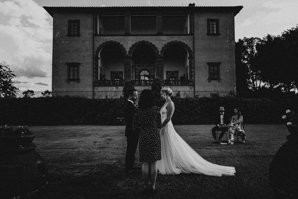 Bride & Groom Photo - Elopment in Tuscany villa