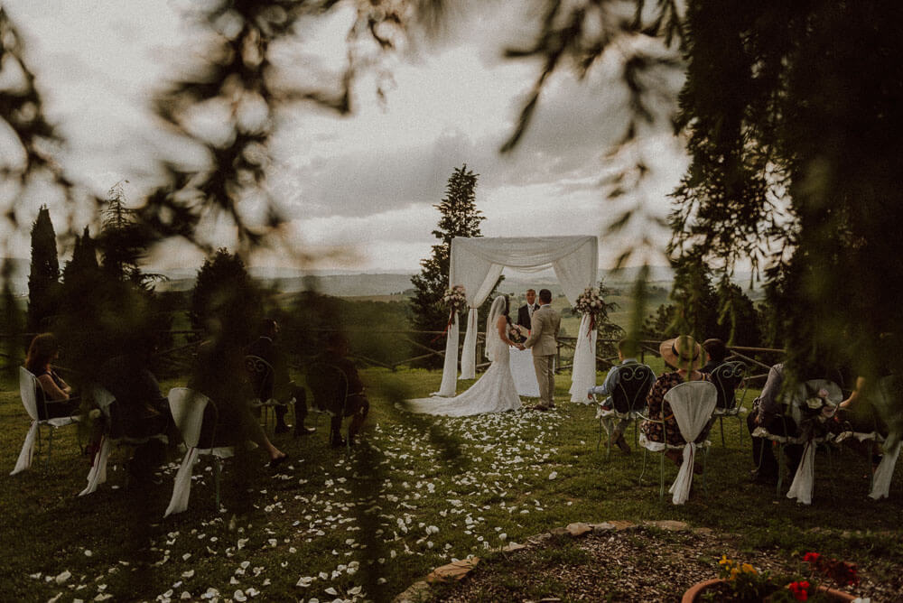 outdoor wedding ceremony in val d'orcia