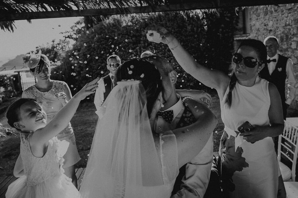 destination irish wedding ceremony in tuscany: launch of confetti