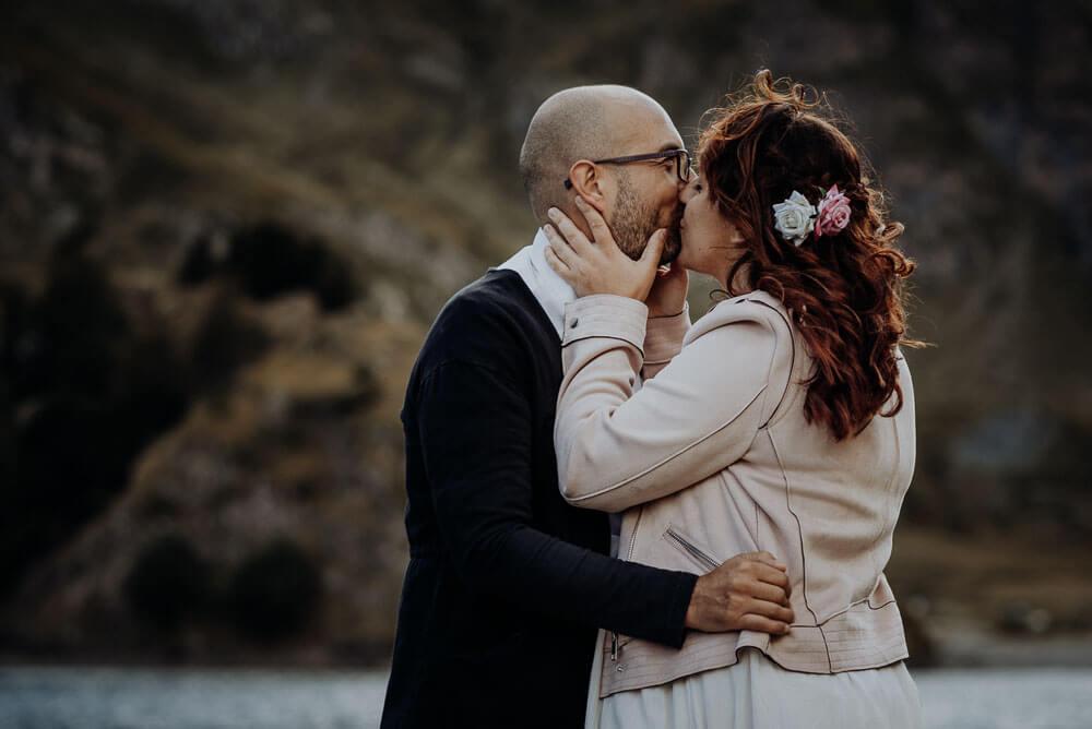 dolomites alps elopement, couple kissing