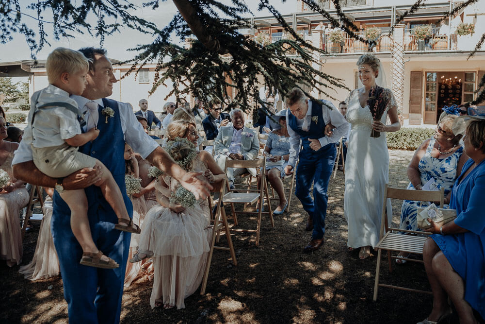 bride walking down the aisle, countryside wedding photographer langhe