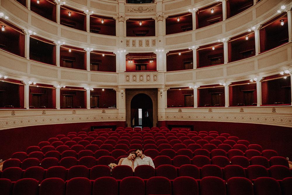amazing couple photo shoot in the theater signorelli in Cortona, Tuscany
