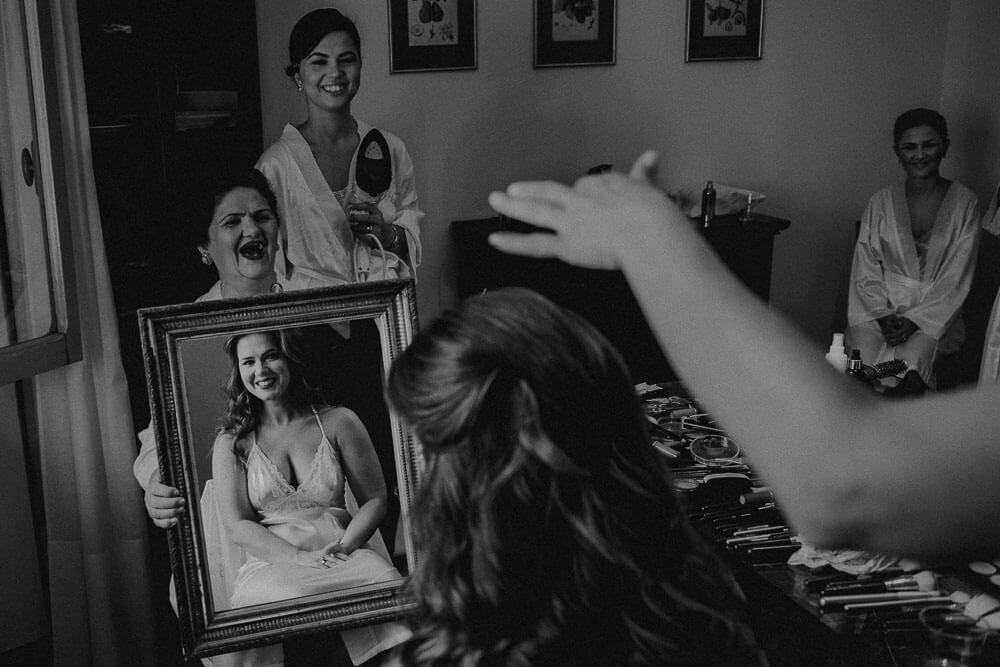 bride getting ready in villa passerini in cortona