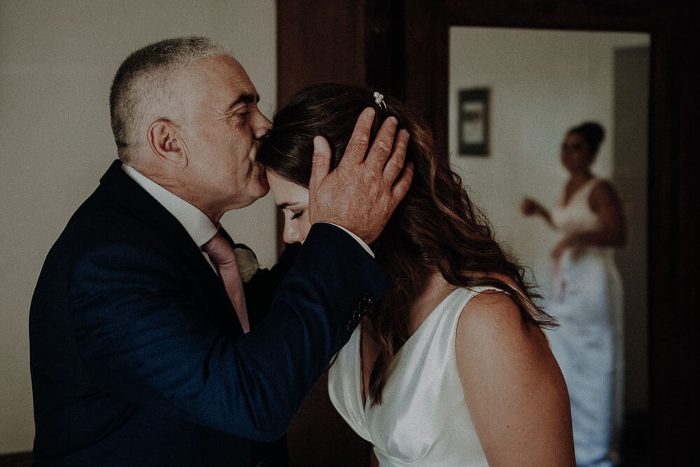 bride and her father kissing, tuscany wedding in cortona