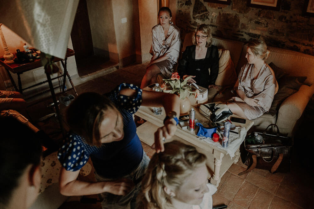 wedding in tuscany getting ready