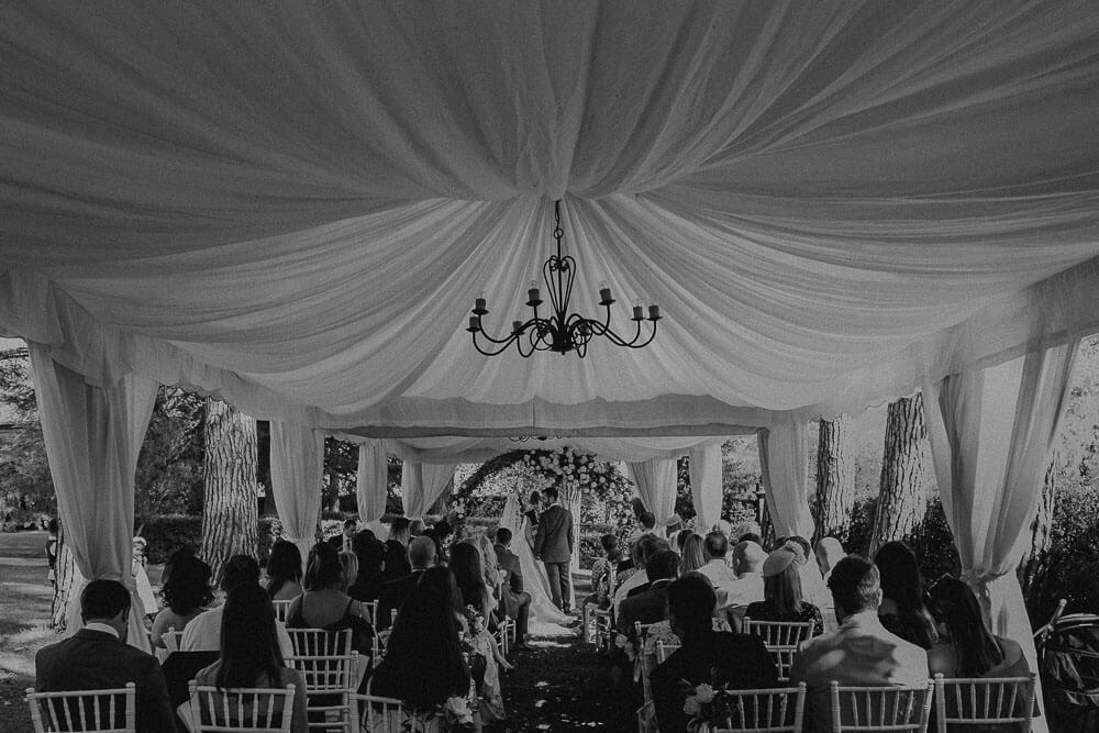 elegant outdoor wedding in tuscany