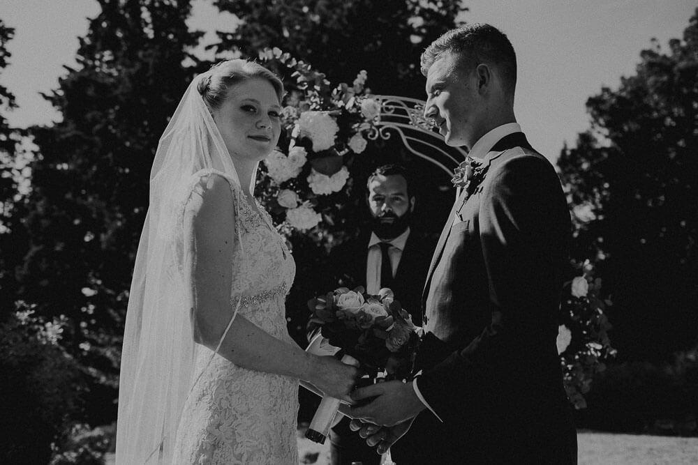 garden wedding in tuscany farmhouse