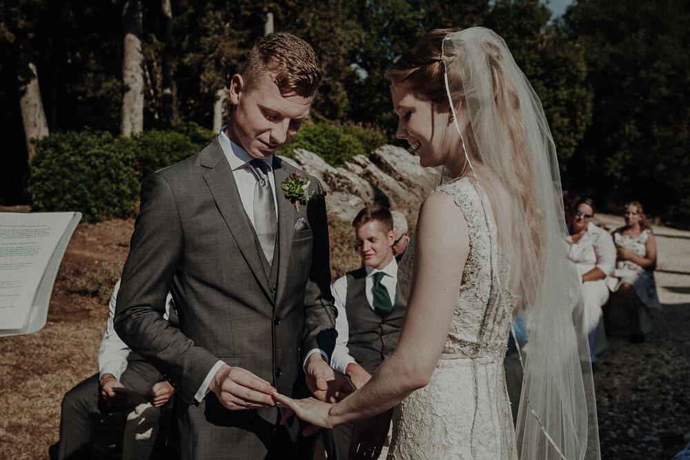 rings exchange, tuscany wedding photographer