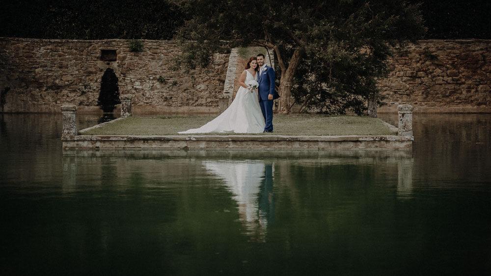 wedding couple photo shoot in the garden of villa passerini in tuscany