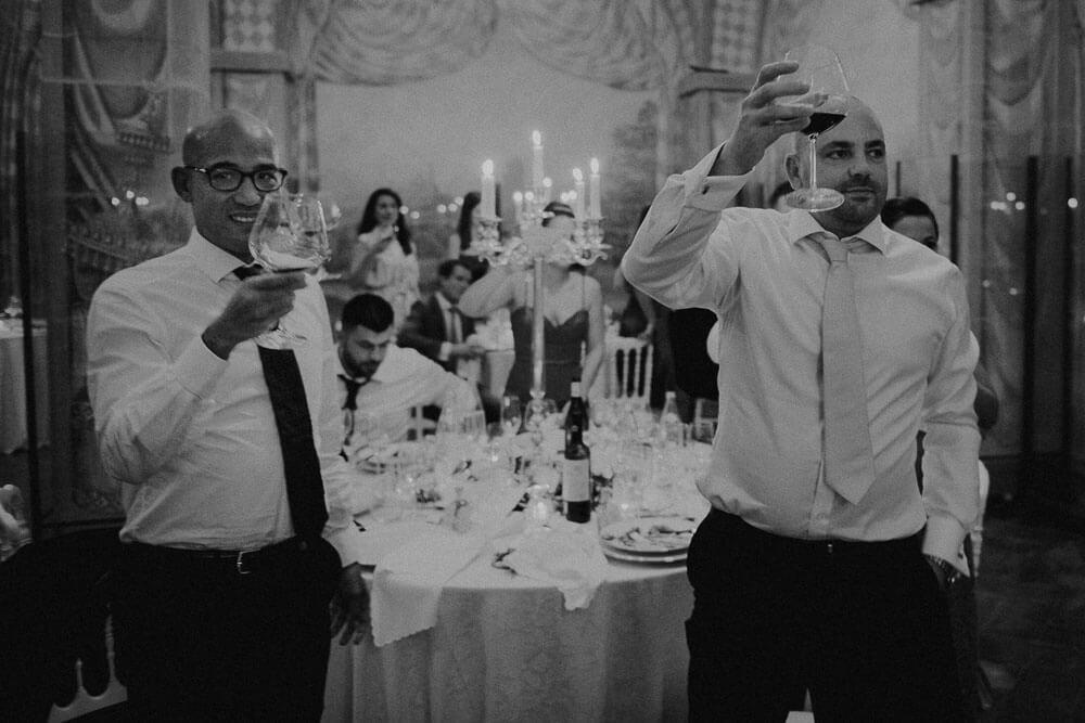 guests are having a toast, cortona wedding photographer