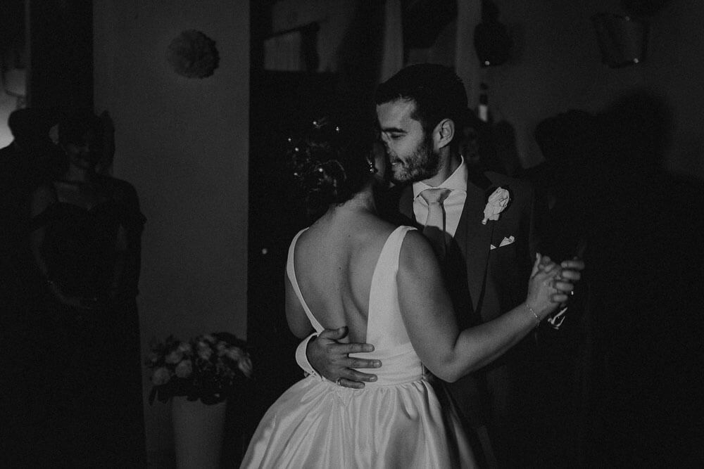 first dance of the married couple, wedding in cortona