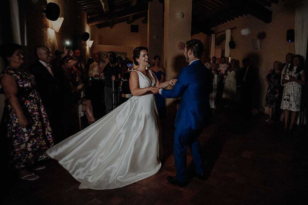 first dance of the married couple, wedding in tuscany